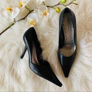 BCBG Girls Black Pointed Toe Heels Sz 8.5